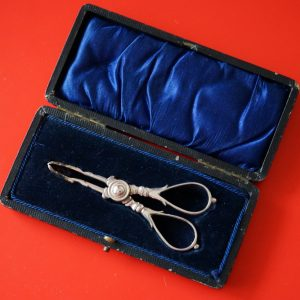 A Circa:- 1890s Sheffield Victorian Silver Sugar Nips- Tongs – Collectible / Silver Knives Antique Silver Plated Pierced Fish Servers Antique Silver