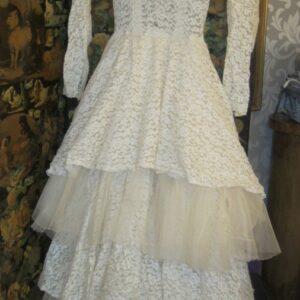 Vintage French 1950's White Lace Wedding Gown/Haut Couture Paris Antique Antique Textiles