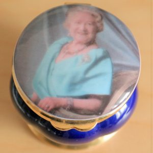 An AYNSLEY Bone China 'Queen Elizabeth' Pill Box – Ideal Gift / Present Aynsley Pill Box Antique Ceramics