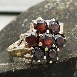 9ct Gold Garnet Cluster Ring (gold882059) Antique Jewellery
