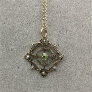 15ct Gold Peridot And Seed Pearls Art Nouveau Lavalier Pendant With 9ct Gold Chain (gold711135) Antique Jewellery