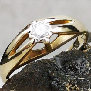 9ct Gold Victorian diamond Gypsy Set Solitaire Ring Antique Jewellery