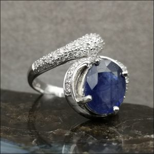 18ct Gold 4ct Sapphire and 1ct Diamond Ring, Weight 10.1g Antique Jewellery
