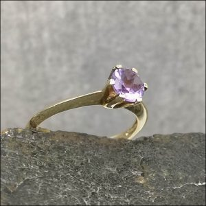 9ct Gold Amethyst Solitaire Ring Antique Jewellery