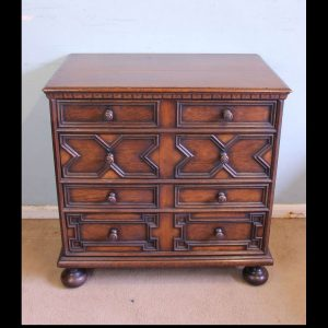 Antique Oak Chest of Drawers.