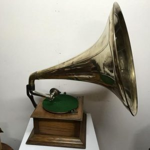 Horn Gramophone oak cased early 1900's Antique Musical Instruments 2