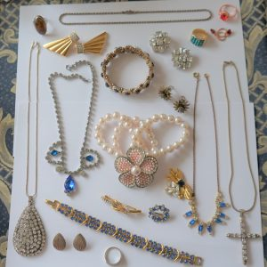 SALE – A Vintage Collection of Silver & Costume Jewellery – Ideal Collect / Resell Clip On Earrings Antique Jewellery