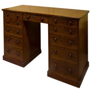A Fine Mahogany Pedestal Desk of 11 Drawers Antique Desks