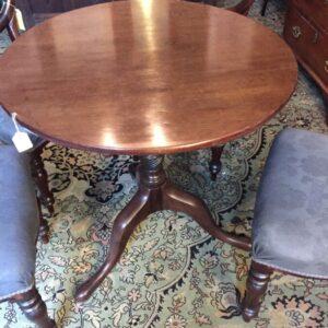 Tilt top round table Antique Tables